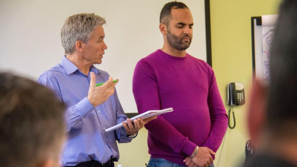 Séminaire PNL Power à Lyon avec Paul Pyronnet et un participant
